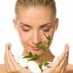 Zeleni čaj za lice i kosu – upotreba i 10 razloga zbog kojih bi odmah trebalo da počnete da ga koristite