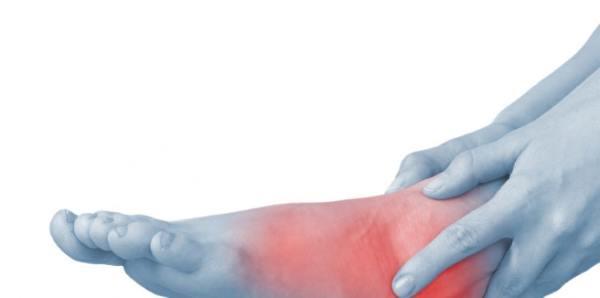 bolovi u stopalima