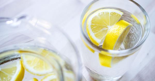 topla voda sa limunom