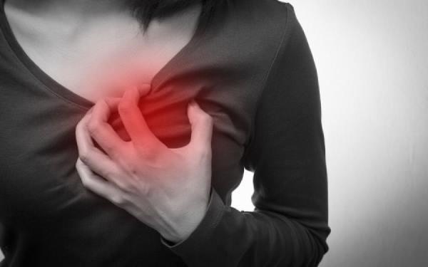 bol ispod leve dojke